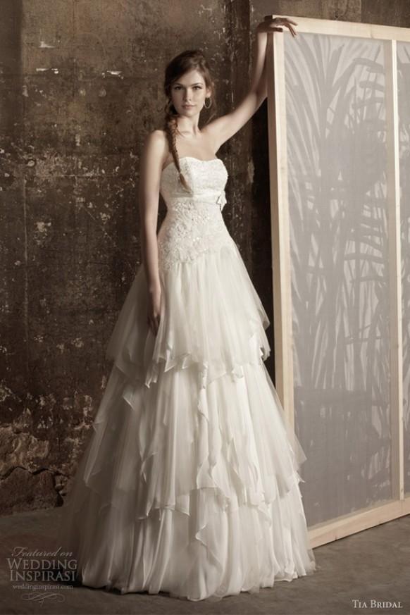 Wedding dresses wedding dress 1911206 weddbook for Trisha yearwood wedding dress