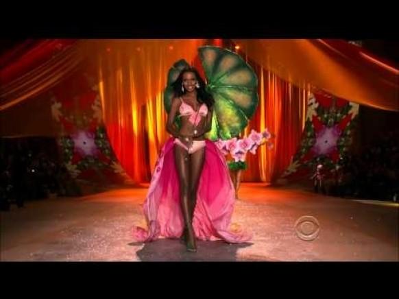 Rihanna - Phresh Out The Runway (Fashion Show Victoria 's Secret 2012) ♥ Victoria' s Secret Fashion Show Sexy Angels