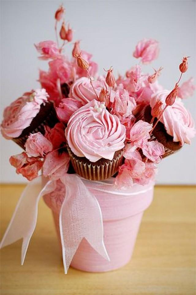 Light pink cupcake bouquet in a flower pot weddbook