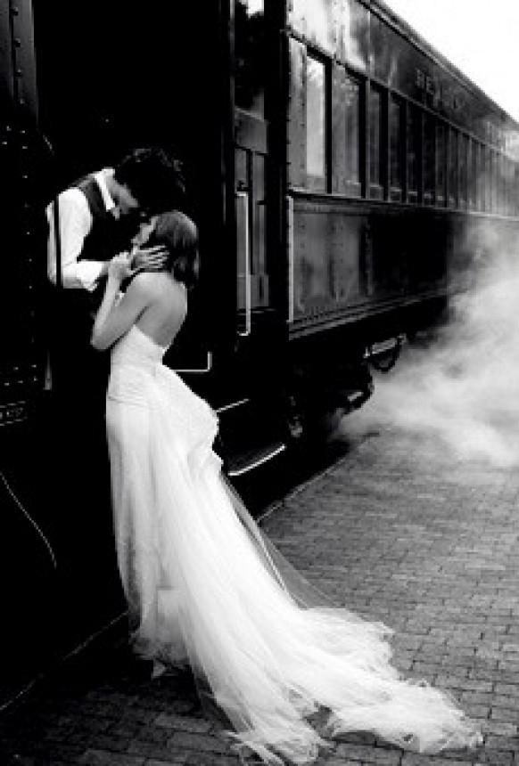 ابيض واسود - صفحة 4 Couture-inspired-wedding-gowns