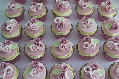 rose hochzeit rosa rosen cupcakes 1987677 weddbook. Black Bedroom Furniture Sets. Home Design Ideas