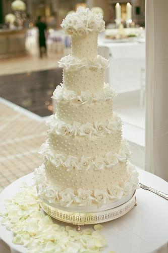 Tom Cruise And Katie Holmes Wedding Cake