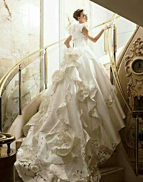 Свадьба - Flowing Laces and Frills White Wedding Gown