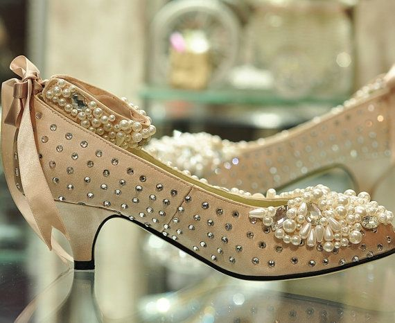 Low heel wedding shoes with the pearls on the top for Low heel dress shoes wedding