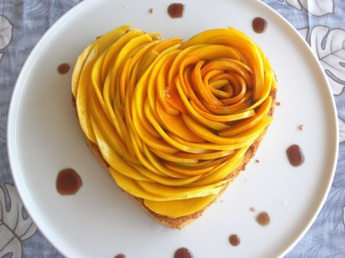 mango rose tart decorated with the chocolate syrup 2052014 weddbook. Black Bedroom Furniture Sets. Home Design Ideas