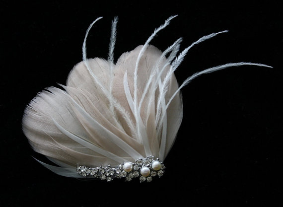 زفاف - Bridal Feather Fascinator, Bridal Hairclip, Wedding Head Piece, Wedding Hair accessory - BLUSH - New