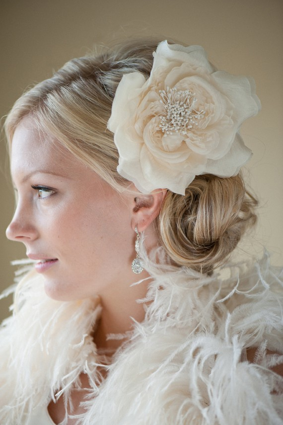 Свадьба - Bridal Silk Flower Hairclip -  Fascinator