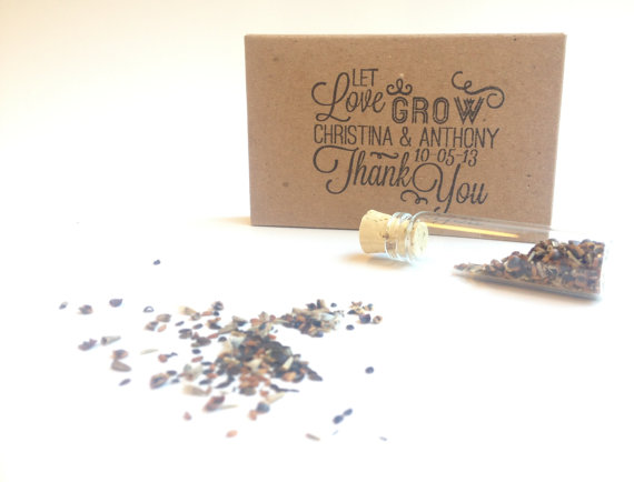 Свадьба - Rustic Wedding Favors // Wild Flower Seeds // Set of 20 Eco-Friendly Favors with Custom Stamp. - New