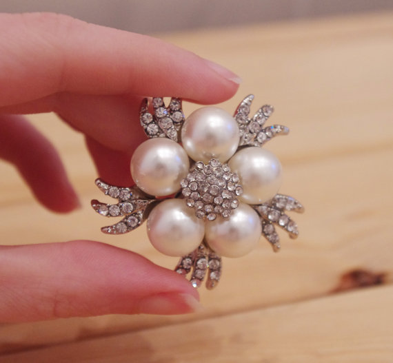 زفاف - Brooch - Bridal Pearl and Rhinestone Vintage Style Brooch - New
