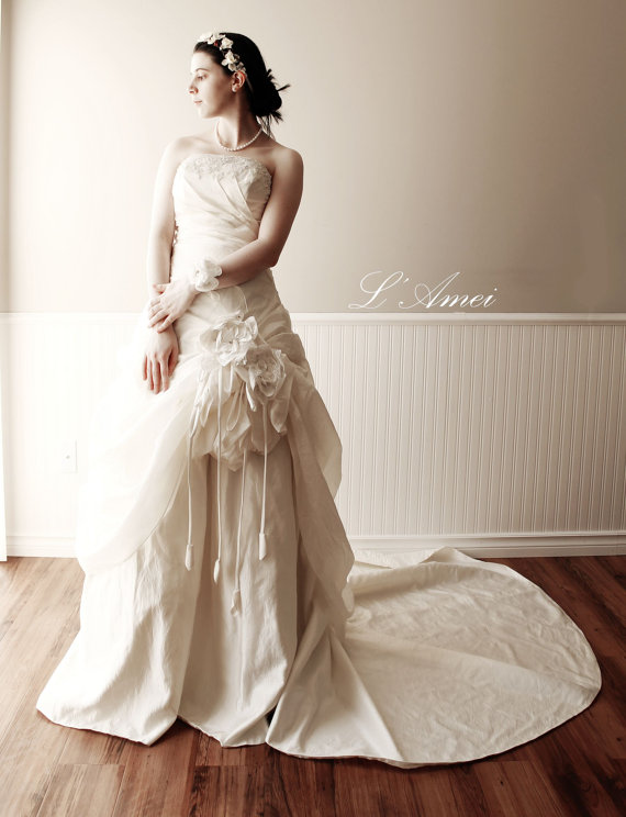 Mariage - Super Elegant Satin Ball Gown with Spaghetti Straps, Natural Waistline and Handmade Flowers with Hand Beaded Details - New