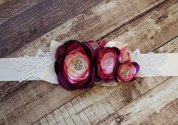 زفاف - Ivory Bridal Sash with Lace Leaf Accents