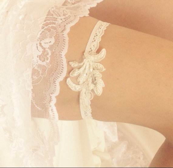 Mariage - white bridal garter, wedding garter, White lace garter, bride garter, beaded bridal garter, vintage garter, rhinestone garter - New