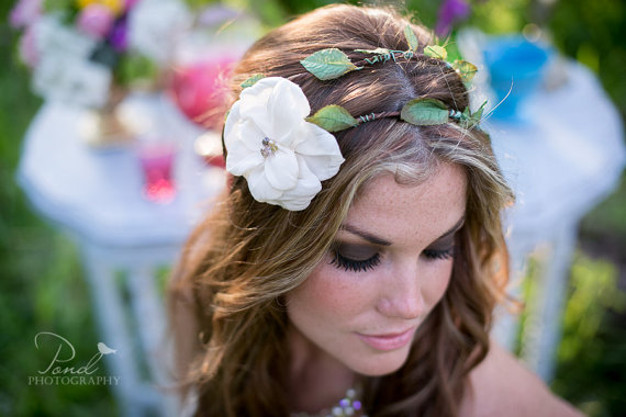 Свадьба - Floral Crown Bridal Halo with flower and vines- Wedding Crown, Vines and leaves, Ivory flower bloom on a hippie style  double circlet - New