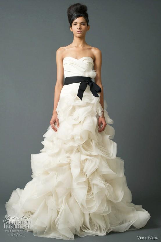 Klassische Vera Wang Brautkleid Mit Black Sash #789770 - Weddbook