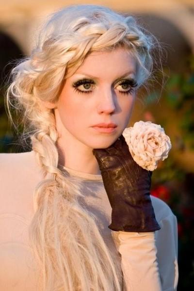 Wedding - Messy Braided Crown / Halo Frisur ♥ Bohemian Haar Inpspiration
