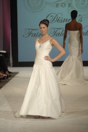 Hochzeit - Kirstie Kelly for Disney's Fairy Tale Weddings