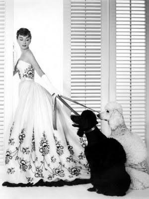 abiti da sposa adoriamo audrey hepburn e nero abito da sposa bianco