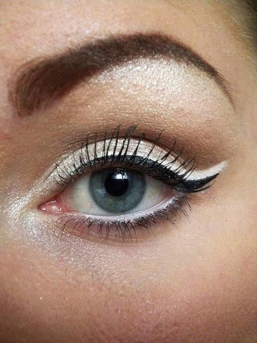 Mariage - Oeil de chat ♥ Wedding Cat Maquillage Eyeliner Et en queue de poisson