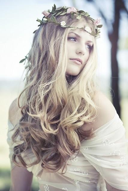 image Gorgeous blonde sells ice cream