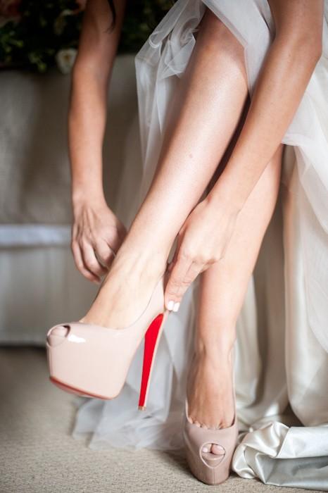 Hochzeit - Christian Louboutin Brautschuhe mit Red Sole ♥ Chic und modische Hochzeit High Heels