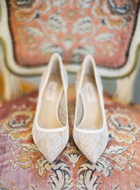 http://s5.weddbook.com/t4/8/0/5/805405/wedding-shoes.jpg