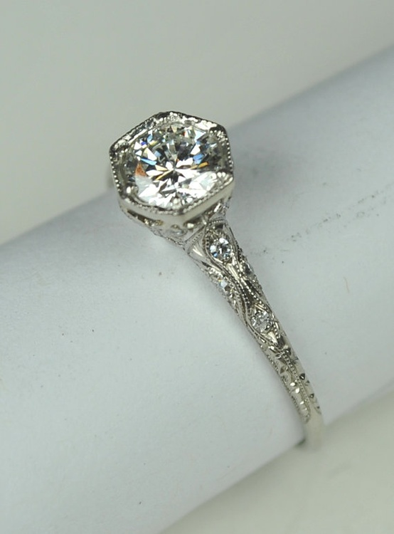 Weddbook ♥ Vintage diamond wedding rings. Antique diamond engagement ring. vintage diamond ring  #vintage #diamond #ring