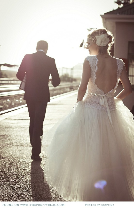 Sunset wedding photos professional outdoor wedding photo for Super low back wedding dress