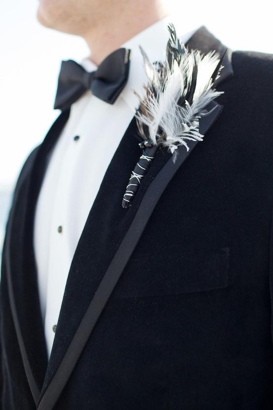 Свадьба - Перо бутоньерка, черный галстук-бабочка и смокинг Великолепная ♥ Уникальные бутоньерка для жениха