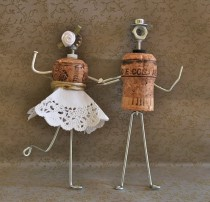 wedding photo - DIY Wire and Wine Cork Groom and Bride Cake Topper ♥ Unique Wedding Cake Topper
