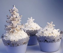 wedding photo -  Holiday Cupcakes With Edible Sugar Snowflakes And Snowflake Cupcake Prappers