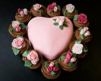 wedding photo -  Pink Rose Cupcake and Pink Heart Cake for Valentine\'s Day