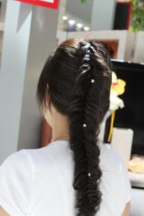 wedding photo - Simple and Beautiful Fishtail Braid Hairstyles with Rhinestones Hair Pins