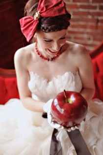 wedding photo -  Red Fairy Tale Wedding Photography ♥ Creative Bride Photo Like a Girl With a Red Hat | Profesyonel Dugun Fotograflari ♥ Masalsi Dugun Fotograflari