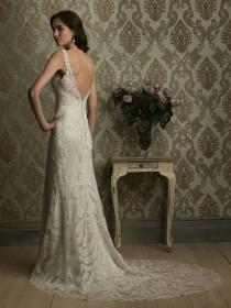 wedding photo - Lace Backless Wedding Dress