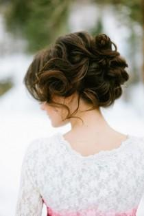 wedding photo -  Sleek Wavy Updo Wedding Hairstyle | Dogal Gorunumlu ve Kolay Gelin Topuzu Modelleri