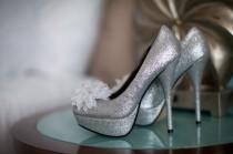 wedding photo - Silber Sparkly Brautschuhe ♥ Glitter Brautschuhe