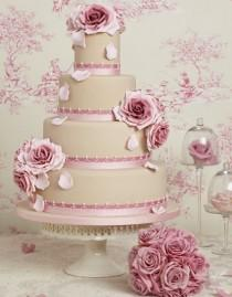 wedding photo - Chic wedding cake with light pink roses