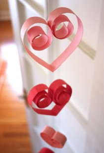 wedding photo - Simple DIY Red Heart Garland for Weddings, Christmas and Valentine's Day ♥ Christmas Decorations ♥ Valentine's Day Decorations