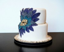 wedding photo - Weiß Fondant Special Wedding Cake With Feathers