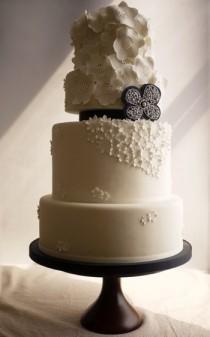 wedding photo - Белое и черное Fondant Свадебный торт