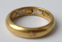 wedding photo - Weddbook - 17th century wedding ring with pictogram inscription
