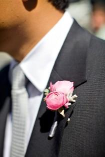 wedding photo - Peonías Boutonniere para el novio